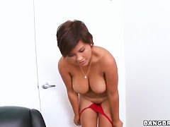 Reina covers her chubby bangles with oil